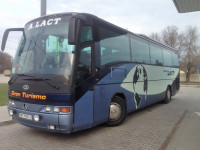 Автобусом МЕРСЕДЕС  56  мест.