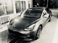 Аренда авто Tesla model 3 с водителем в Одессе