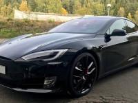 Оренда авто Tesla S з водієм Ужгород