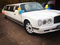 Прокат и аренда красивого белого лимузина в стиле Bentley arnage с большим Люком!